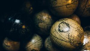 Как обнимает шар земной
